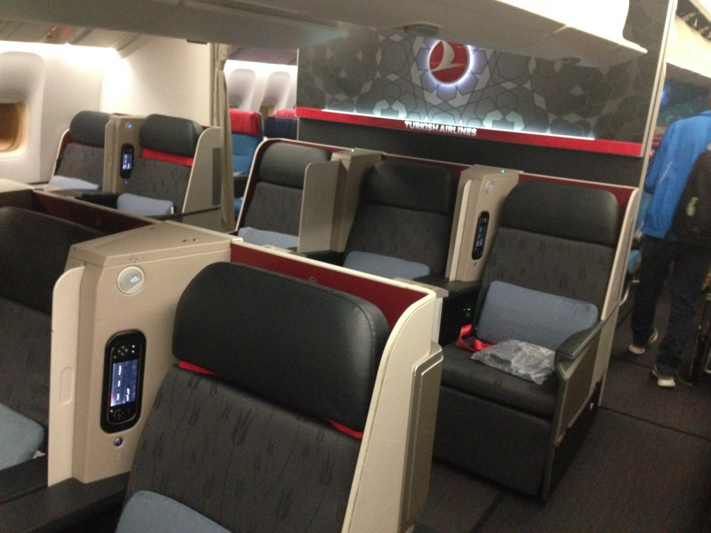flight review tk71 turkish airlines 777 300er business. Black Bedroom Furniture Sets. Home Design Ideas